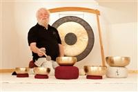 Peter-Hess-spielt-eine-Klangmeditation_th